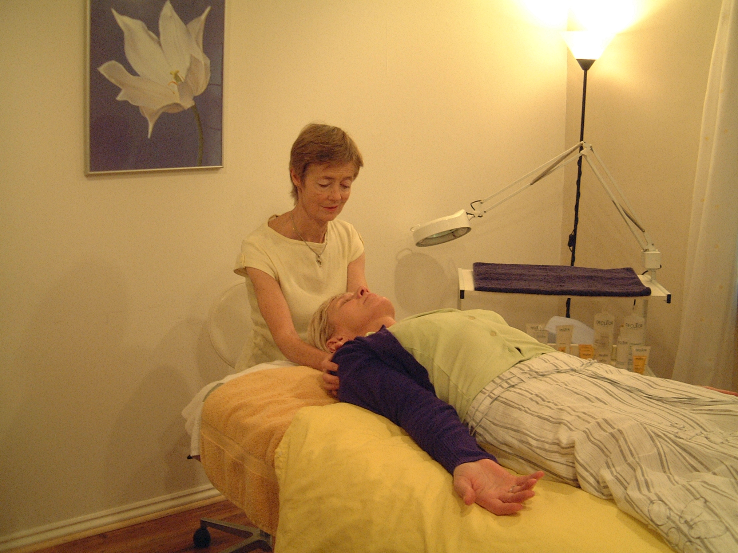 Marianne Friend giving a rebirthing breathwork session